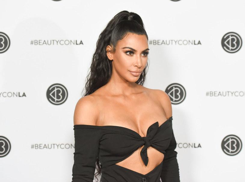 """Kim Kardashian ujawniła nową datę premiery płyty jej męża Kanye Westa. Według jej zapewnień """"Yandhi"""" ukaże się 23 listopada. Raper nagrywanie albumu ma zakończyć w Afryce."""