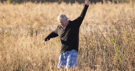 Były burmistrz Londynu, a do niedawna szef brytyjskiej dyplomacji Boris Johnson, dał się sfotografować w krótkich spodenkach. Na zdjęciu biegnie rozkosznie wśród wysokich traw. I to podczas trwającej w Birmingham konferencji Konserwatystów.