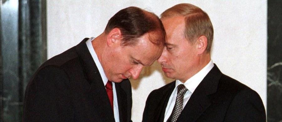 """Były rosyjski agent Siergiel Skripal dostarczył brytyjskim służbom specjalnym informacje o systemie korupcyjnym prowadzącym do Nikołaja Patruszewa, byłego szefa FSB i bliskiego współpracownika Władimira Putina - podał dziennik """"New York Times"""". Skripal ujawnił te informacje w zeszłym roku - a więc jeszcze zanim wiosną tego roku w angielskim Salisbury doszło do próby jego otrucia - w rozmowie z Markiem Urbanem, redaktorem BBC zajmującym się dyplomacją i obronnością, który zbierał materiały do swojej książki o działaniach służb wywiadowczych po zimnej wojnie."""