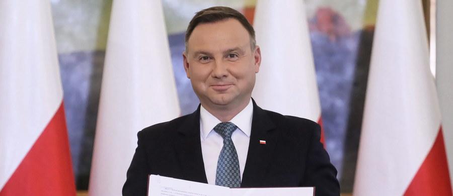 Prezydent Andrzej Duda uroczyście podpisał nowelizację ustawy o sposobie ustalania najniższego wynagrodzenia zasadniczego pracowników wykonujących zawody medyczne zatrudnionych w podmiotach leczniczych.