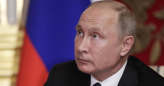 Prezydent Rosji Władimir Putin podpisał pakiet ustaw dotyczących reformy emerytalnej, w tym podniesienia wieku emerytalnego do 60 lat dla kobiet i do 65 lat dla mężczyzn - poinformował Kreml.
