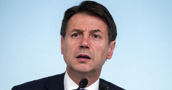Rząd Włoch wprowadza korektę do przedstawionego planu budżetu. Po głosach zaniepokojenia ze strony UE premier Giuseppe Conte ogłosił, że deficyt, który w przyszłym roku wyniesie 2,4 proc. PKB, obniży się do 2,1 proc. w 2020 r. i 1,8 proc. w 2021 r.