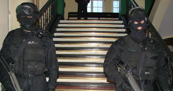 Sejm zdecydował w środę o skierowaniu do dalszych prac w komisji administracji i spraw wewnętrznych projektu nowelizacji ustawy, który zakłada m.in. wydzielenie w policji służby odpowiadającej za prowadzenie działań kontrterrorystycznych.