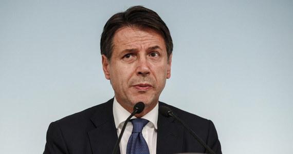 """KE zamierza odrzucić projekt budżetu przygotowany przez rząd Włoch - twierdzi """"La Repubblica"""". Rzymski dziennik pisze, że w Brukseli gotowy jest już list z negatywną oceną planu wydatków, opracowanego przez gabinet Ligi i Ruchu Pięciu Gwiazd. """"La Repubblica"""" ocenia, że oznacza to """"czołowe zderzenie"""" z Brukselą i """"wojna z instytucjami europejskimi""""."""
