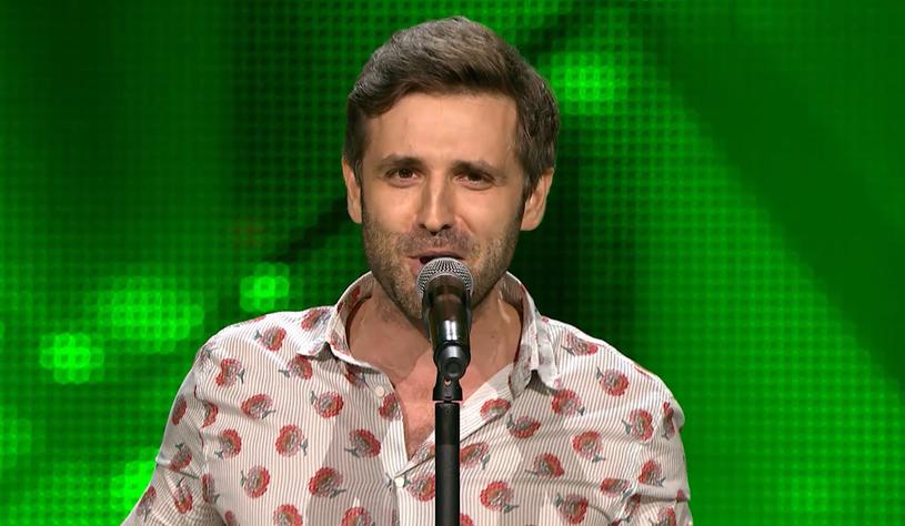 """Gdy zajął trzecie miejsce w """"X Factorze"""", wydawało się, że jego kariera szybko się rozwinie. Tak się jednak nie stało. Wojciech Ezzat przypomniał o sobie w """"The Voice of Poland"""", odwracając cztery fotele."""