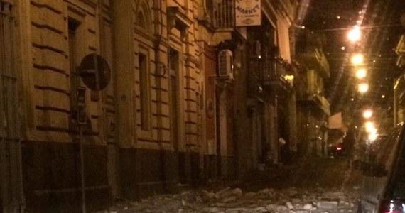 Trzęsienie ziemi o magnitudzie 4,8 nawiedziło nad ranem wschodnią część Sycylii - poinformowała włoska służba sejsmologiczna. Według mediów wiele osób odniosło niegroźne obrażenia.