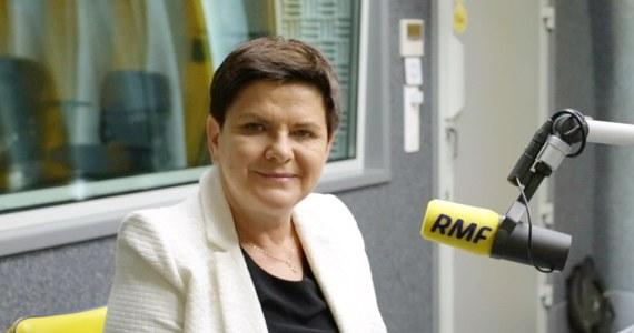 """""""Mam nadzieję, że cała sytuacja z taśmami zostanie wyjaśniona. To jest bardzo niebezpieczne dla państwa, to uderzenie w szefa rządu, to jest ewidentnie próba zmiany władzy w Polsce"""" - powiedziała Beata Szydło w programie Gość Krzysztofa Ziemca w RMF FM, komentując sprawę taśmy z nagraniem Mateusza Morawieckiego. """"Przyszłość UE jest niezwykle ważna. Ostatnio politycy PO zaczynają straszyć Polaków, że jest jakiś plan wyprowadzenia Polski z Unii Europejskiej. To jest wierutne kłamstwo. Dopóki PiS rządzić będzie, Polska będzie w UE, co nie znaczy, że nie mamy wizji zmiany w UE"""" - podkreśliła była premier, odnosząc się do stanowiska rządu PiS wobec Unii Europejskiej."""