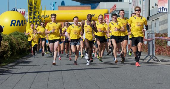 Ponad 8 tysięcy osób potwierdziło już swój udział w 3 biegach tegorocznej edycji Silesia Maratonu. To największa na Śląsku impreza biegowa. W niedzielę wystartują półmaratończycy i maratończycy, a w sobotę odbył się Mini Maraton o puchar Radia RMF FM. W tym biegu wystartowało 2000 osób.