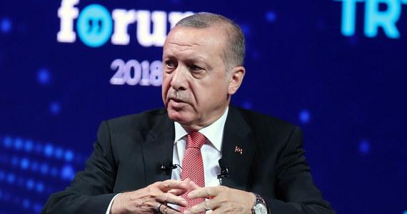 """Turcja """"wykończy"""" kurdyjskich bojowników w regionach Sindżar i Kandil w północnym Iraku, by pomścić śmierć ośmiu tureckich żołnierzy w niedawnych ataku separatystycznej Partii Pracujących Kurdystanu (PKK) - oświadczył prezydent Recep Tayyip Erdogan."""