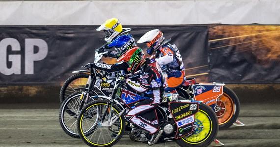 Tai Woffinden wywalczył mistrzostwo świata w jeździe na żużlu. Brytyjczyk triumfował w turnieju Grand Prix w Toruniu, ostatnich zawodach cyklu, ale tytuł zapewnił sobie już po półfinale. Srebrny medal zdobył Bartosz Zmarzlik, a brązowy Szwed Fredrik Lindgren.