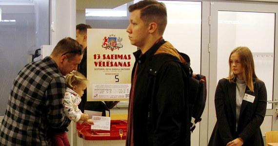 """Po przeliczeniu 80 proc. głosów z 856 na 1078 komisji wyborczych w sobotnich wyborach do parlamentu Łotwy prowadzi prorosyjska, Socjaldemokratyczna Partia """"Zgoda"""". Uzyskała ona 20,59 proc. oddanych głosów - podała w niedzielę w nocy Centralna Komisja Wyborcza."""