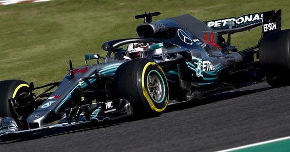 Broniący tytułu mistrza świata Formuły 1 Brytyjczyk Lewis Hamilton z zespołu Mercedesa wygrał w niedzielę na torze Suzuka wyścig o Grand Prix Japonii, 17. rundę cyklu. Umocnił się na pozycji lidera w klasyfikacji generalnej. Dzień wcześniej Hamilton po raz 80. wywalczył pole position, a po raz ósmy w tym sezonie. Drugie miejsce w GP Japonii wywalczył Fin Valtteri Bottas (Mercedes), a trzecie Holender Max Verstappen (Red Bull-TAG Heuer).