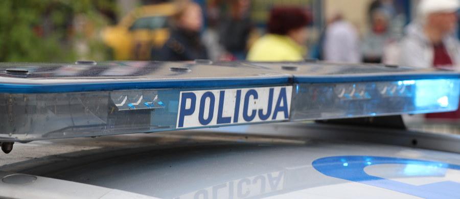 Dwaj mężczyźni zginęli w niedzielę w wypadku w miejscowości Piotrów-Gułaczów w gminie Łagów (Świętokrzyskie), gdy samochód którym podróżowali, uderzył w budynek.