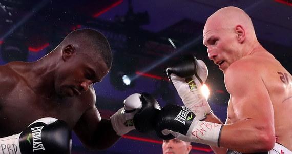 """Krzysztof """"Diablo"""" Włodarczyk (56-4-1, 39 KO) pokonał w sobotę Ala Sandsa (20-4, 18 KO) w walce wieczoru gali boksu """"Nosalowy Dwór KnockOut Boxing Night 4"""" w Zakopanem. Dwukrotny mistrz świata w wadze junior ciężkiej wygrał z Haitańczykiem przez techniczny nokaut."""