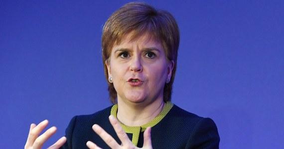 Przewodnicząca Szkockiej Partii Narodowej (SNP) Nicola Sturgeon oświadczyła, że przedstawi swe plany dalszych działań na rzecz niepodległości Szkocji wkrótce po tym, gdy znane będą wyniki brukselskich rozmów premier Theresy May w sprawie Brexitu.