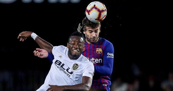 Piłkarze Barcelony zremisowali na wyjeździe z Valencią 1:1 w 8. kolejce hiszpańskiej ekstraklasy. To ich czwarty z rzędu mecz ligowy bez zwycięstwa. Potknięcie tej drużyny wykorzystała Sevilla, który wygrała u siebie z Celtą Vigo 2:1 i została liderem.