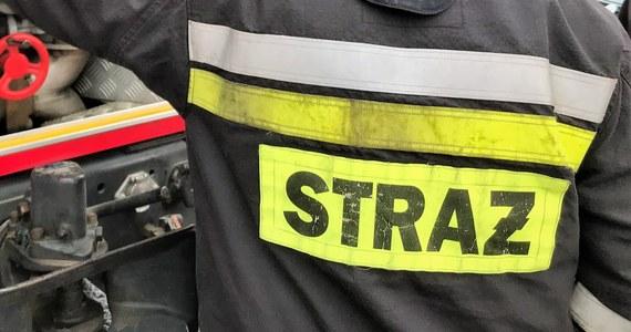 Jedna osoba ranna po tym w Chałupach przy ulicy Kaperskiej w budynek mieszkalny wjechał samochód. To informacja z Gorącej Linii RMF FM, którą właśnie potwierdzili nam strażacy.