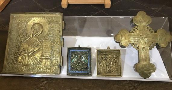 Zabytkowe ikony, pochodzące w większości z XIX wieku i rzymskie monety przekazali celnicy pracownikom Muzeum Warmii i Mazur. Przedmioty zostały zarekwirowane na przejściu granicznym w Gronowie.