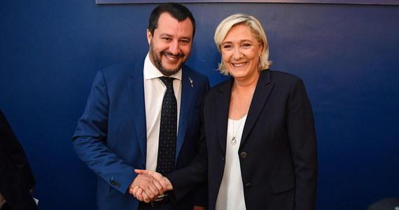 """Goszcząca w Rzymie przewodnicząca francuskiego Zjednoczenia Narodowego Marine Le Pen zadeklarowała wraz z wicepremierem Włoch Matteo Salvinim z prawicowej Ligi, że oboje chcą stworzyć inną UE, z odmiennymi wartościami i zasadami. W wystąpieniu na zjeździe prawicowej włoskiej organizacji związkowej UGL w Wiecznym Mieście Le Pen oświadczyła, że """"Unia Europejska podeptała wartości solidarności"""". Salvini oznajmił zaś, że włoski rząd Ligi i antysystemowego Ruchu Pięciu Gwiazd nie zejdzie z obranej drogi."""