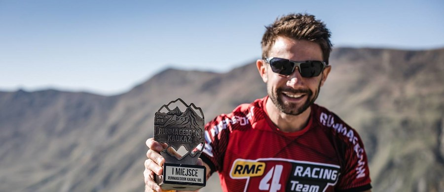 Daniel Stroinski z RMF4RT OCR, który w marcu wygrał Runmageddon Sahara, ponownie okazał się najlepszym ekstremalnym biegaczem! Tym razem pokonał arcytrudną, 100 km trasę w górach Kaukazu