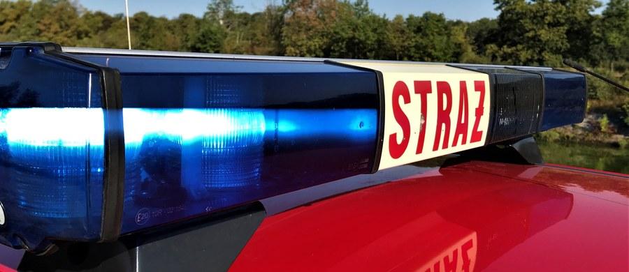 Jedna osoba zginęła w pożarze domu drewnianego domu w miejscowości Mucharz w powiecie wadowickim w Małopolsce.