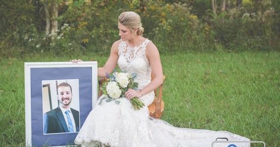 Pochodząca ze stanu Indiana panna młoda upamiętniła na sesji zdjęciowej swojego wybranka - strażaka, który przed ślubem zginął podczas akcji ratunkowej. Jak podają media, został potrącony przez pijanego strażaka ochotnika. Kobieta zorganizowała sesję w dniu, w którym miała stanąć przed ołtarzem.