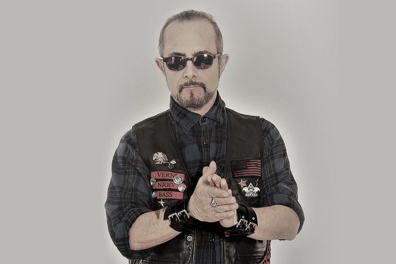 """D.D. Verni zdecydował się nagrać album solowy. """"Barricade"""" trafi na rynek już w piątek, 12 października."""
