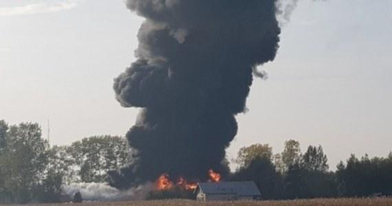 Strażacy w Grabowie w Łódzkiem ugasili już pożar składowiska odpadów przy ulicy Ogrodowej. Wciąż dogaszają pożar hali i składowiska przy Kochanowskiego. Może to potrwać jeszcze kilka godzin.