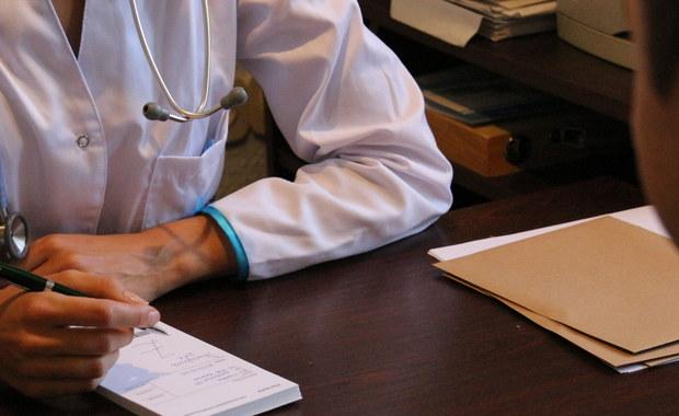 Pilotaż e-skierowań rozpocznie się w przyszłym tygodniu i potrwa do połowy 2019 r. – poinformował w środę dziennikarzy wiceminister zdrowia Janusz Cieszyński. W całym kraju e-skierowania będą obowiązywać od stycznia 2021 r.