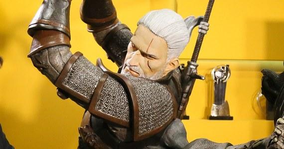 """Wiemy kto wcieli się w dwie głównie kobiecie postaci w serialu Netflixa opartym na bestsellerowych powieściach Andrzeja Sapkowskiego o przygodach Geralta z Rivii. W """"Wiedźminie"""" - poza odtwórcą głównej roli Henrym Cavillem - zagra także Freya Allan i Anya Chalotra."""