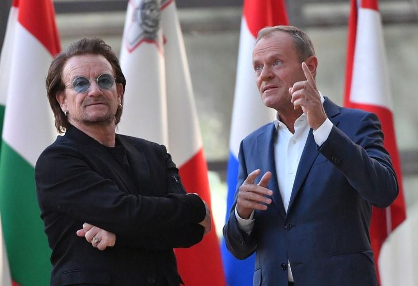 """""""Choć ludzie w Europie obawiają się niekontrolowanej migracji z południa, Afryka jest szansą dla Europy, która się starzeje. Potrzebne jest europejsko-afrykańskie partnerstwo"""" - przekonywał w środę (10 października) w Parlamencie Europejskim w Brukseli lider zespołu U2 Bono. Irlandzki muzyk spotkał się tego dnia z przewodniczącym PE Antonio Tajanim oraz szefami grup politycznych, a także szefem Rady Europejskiej Donaldem Tuskiem."""