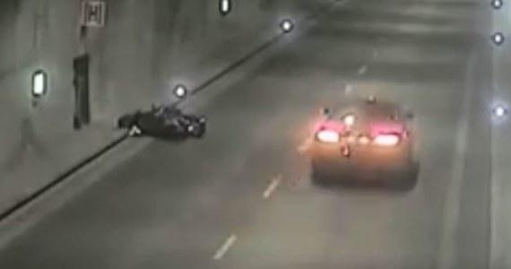 Kierowca skutera traci panowanie nad pojazdem i przewraca się. W ciągu minuty-dwóch jeden po drugim przejeżdżają obok leżącego mężczyzny trzy samochody. Nikt się nie zatrzymuje. O sytuacji, do której doszło nad ranem w tunelu pod Martwą Wisłą informuje Gdański Zarząd Dróg i Zieleni.