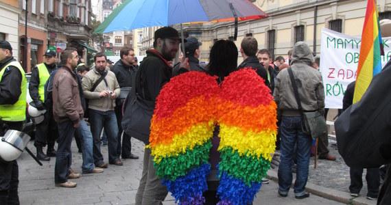 Sąd Apelacyjny w Lublinie uwzględnił zażalenie na decyzję sądu okręgowego, podtrzymującą wydany przez prezydenta tego miasta Krzysztofa Żuka zakaz organizacji zapowiedzianego na sobotę Marszu Równości, a także planowanej tego dnia kontrmanifestacji środowisk narodowych.