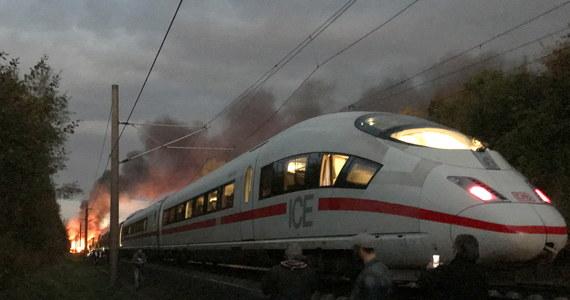 W pociągu jadącym na trasie Kolonia-Monachium w Niemczech wybuchł pożar. Konieczna była ewakuacja pół tysiąca pasażerów. Jak informują niemieckie media, rannych jest 5 osób.