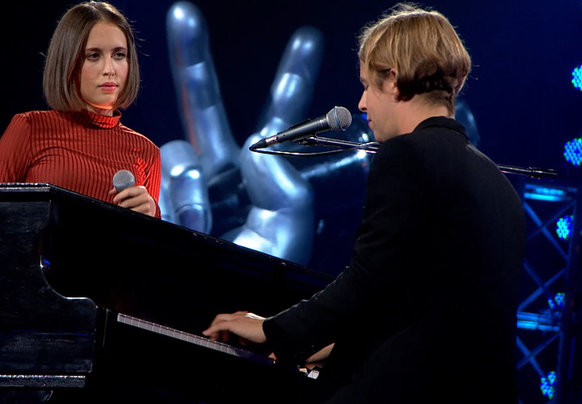 """Tom Odell i Alice Merton byli gośćmi specjalnymi pierwszego odcinka bitew w """"The Voice of Poland"""". Duet wykonał piosenkę """"Half As Good As You"""". Zobacz ich występ."""