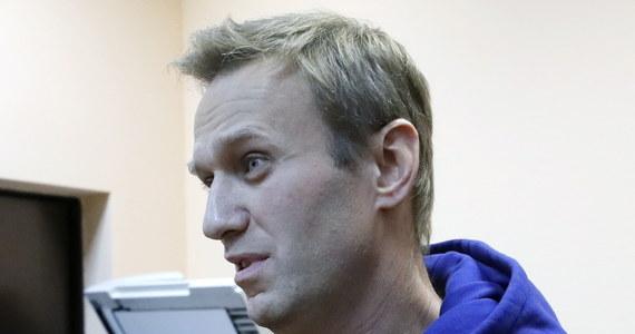 Jeden z przywódców opozycji antykremlowskiej w Rosji Aleksiej Nawalny wyszedł w niedzielę rano na wolność - poinformowały agencje. Nawalny spędził w areszcie półtora miesiąca za naruszenie zasad organizacji zgromadzeń publicznych.