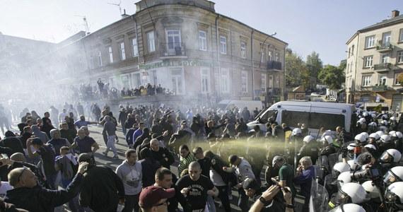 Ośmiu policjantów zostało niegroźnie rannych podczas zabezpieczenia Marszu Równości w sobotę w Lublinie. Zatrzymano 21 osób; 16 z nich będzie doprowadzonych do prokuratury - poinformowała policja.