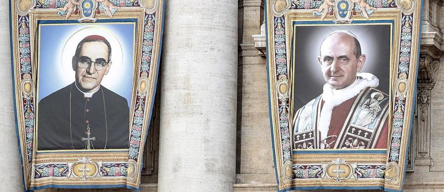 Papież Paweł VI i męczennik z Salwadoru arcybiskup Oscar Arnulfo Romero zostali w niedzielę ogłoszeni świętymi. Na mszę w Watykanie, w trakcie której papież Franciszek kanonizował siedmioro błogosławionych, przybyły tysiące ludzi z wielu krajów.