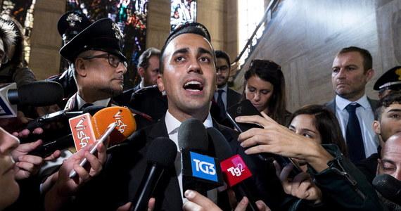 """Mianem zapowiedzi """"politycznego trzęsienia ziemi"""" w UE określił wicepremier Włoch Luigi Di Maio z antysystemowego Ruchu Pięciu Gwiazd wynik niedzielnych wyborów do parlamentu Bawarii, które wygrała chadecka CSU, ale straciła w nim bezwzględną większość."""