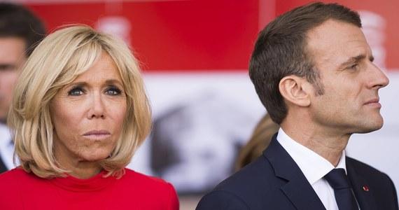 Coraz więcej konfliktów między Pierwszą Damą Francji i prezydentem Emmanuelem Macronem. Nadsekwańskie media ujawniły, że Brigitte Macron w tajemnicy opuściła na kilka dni Pałac Elizejski po serii kłótni małżeńskich, w których zarzucała szefowi państwa nieudolność.