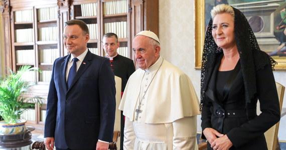 Podczas spotkania z papieżem Franciszkiem mówiłem o tym, że dziś bardzo potrzebne jest, by UE wróciła do wzajemnego szacunku pomiędzy państwami, szacunku także do pewnej inności kulturowej – relacjonował swoją audiencję u papieża prezydent Andrzej Duda.