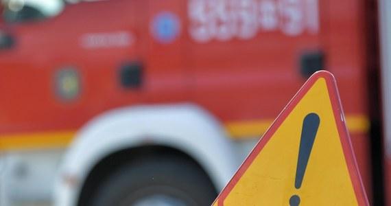 Zablokowana była droga ekspresowa S10 na odcinku stanowiącym obwodnicę Torunia, gdzie zapaliła się naczepa samochodu ciężarowego z makulaturą. Nikomu nic się nie stało – poinformował dyżurny kujawsko-pomorskiej Państwowej Straży Pożarnej.