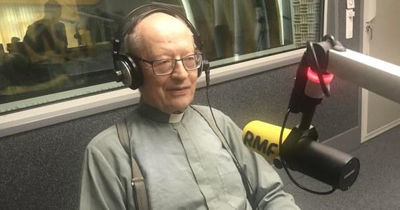 """Jak dzisiaj ojciec Jan Kłoczowski mówi o Karolu Wojtyle, wybranym na papieża 40 lat temu? """"Powiedziałbym o nim jako o człowieku, w jaki sposób on osobiście podchodził do sprawy wiary. Chciałbym pokazać to, że wiara nie jest czymś takim gotowym, co się przekazuje człowiekowi, tylko on musi sam to znaleźć, tego dochodzić. Myślę, że ta waga, którą położył Jan Paweł II to na ten wymiar ludzki wiary. Nie, żeby odsuwać Boga, tylko że wiara wymaga osobistej decyzji"""" - mówił gość Porannej rozmowy w RMF FM."""