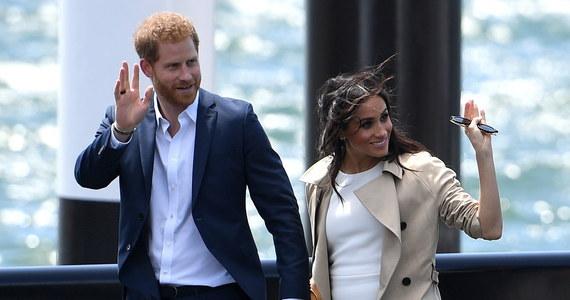 Składający wizytę w Australii książę Harry i księżna Meghan spotkali się przed gmachem opery w Sydney z tysiącami swoich sympatyków. Było to pierwsze oficjalne wystąpienie brytyjskiej pary książęcej od ogłoszenia, że spodziewa się dziecka.