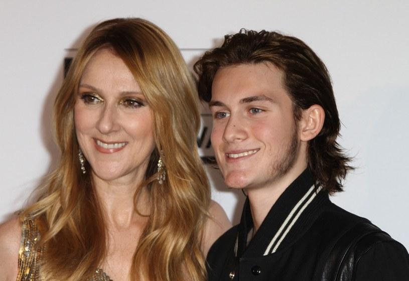 Rene-Charles Angelil, syn zmarłego Rene Angelila i Celine Dion, od kilku miesięcy regularnie publikuje swoje utwory w sieci. Czy syn słynnej pary zrobi wkrótce wielką karierę?