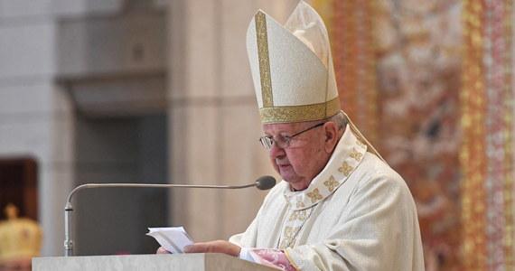 Dziękujemy za dar papieża, który oświecał umysły, poruszał serca i uwrażliwiał sumienia milionów chrześcijan na wszystkich kontynentach – mówił wieloletni osobisty sekretarz Jana Pawła II kard. Stanisław Dziwisz podczas mszy św. w Krakowie.