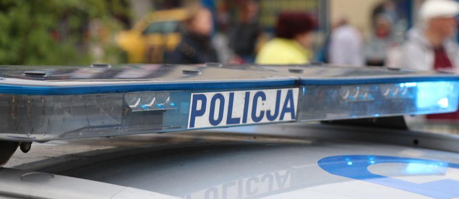 Dwie osoby przewożone karetką zostały ranne w wypadku na warszawskim Mokotowie.