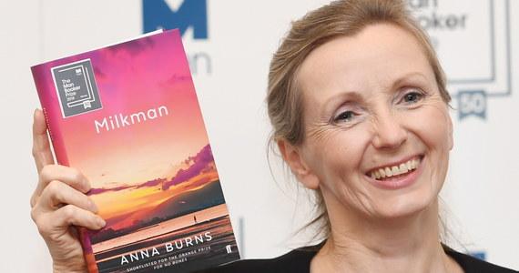 """Powieść """"Milkman"""" północnoirlandzkiej pisarki Anny Burns została nagrodzona prestiżową nagrodą literacką Man Booker 2018. """"Żadne z nas nigdy nie czytało wcześniej czegoś takiego"""" - zachwycał się przewodniczący jury Kwame Anthony Appiah."""