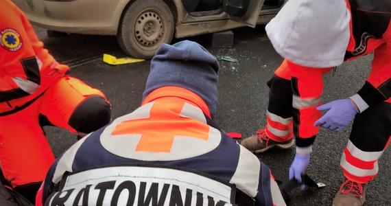 Do śmiertelnego wypadku doszło na ulicy Narutowicza w Łodzi. Zginęła 21-letnia pasażerka auta, które uderzyło w budynek.