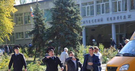 Sprawca ataku w szkole w Kerczu na Krymie to uczeń, który później popełnił samobójstwo. Początkowo informowano o wybuchu gazu. 19 osób zginęło, a co najmniej 52 są ranne. Stan ośmiu poszkodowanych jest oceniany jako ciężki.